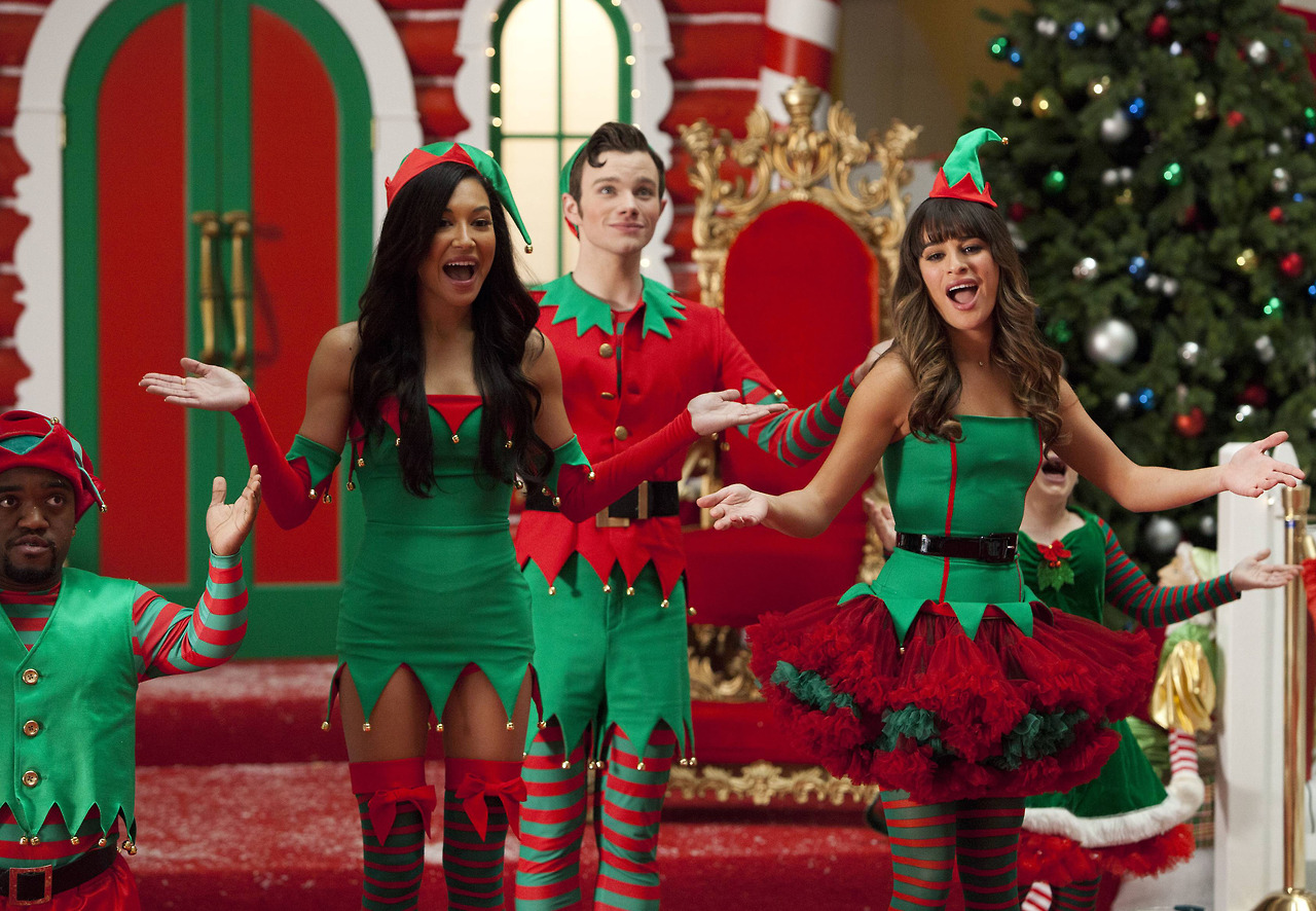 "TV: The ""previously unaired 'Glee' Christmas"" should have"